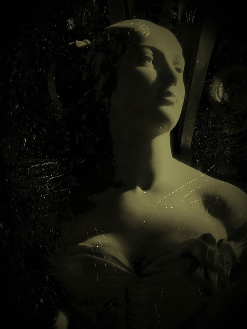 opera-garnier-paris-statue