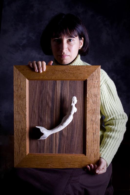 Edwige. Ulysse, 14 mois après. « Une sirène en ivoire ancien pour le petit Ulysse. Une sirène sculptée par son Papa, comme un chant d'Amour à un enfant qu'on aura si peu connu. »